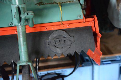 ここには「スクリュー」と書かれたロゴが浮き出ています。フルカーにスクリュー・・・きっと一世を風靡したに違いない。スクリューは良かったのではないでしょうか? 何かの理由で現在は主流になっていませんけど。