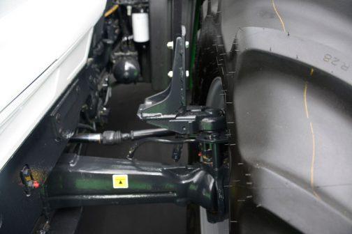 フロントタイヤにフェンダーが付いている場合、ハンドルを切るとボディに当たってしまう場合があります。それを避けるため、可動式のフェンダーを採用している場合があるのですが、多くの場合、LODIというメーカーのものなんです。ちょっとピントが外れちゃった・・・