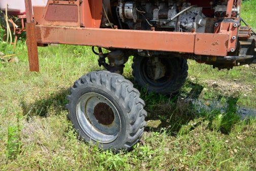 このクリアランス。管理用トラクターの部品の流用でしょうか。