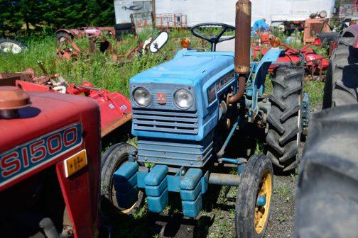 「青年のような青いトラクター」というキャッチコピーと「トラクターは機械です。 数字がその実力を正直に語ります。 トラクターは数字で選びましょう。」というサブ?コピーで売り出されていたD2000・・・その青年も成年になり、第2の人生の幕開けを待っています。