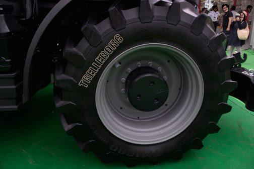 前輪。650/60R 34