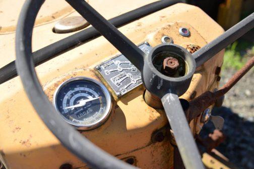 回転計はちゃんと3400からレッドです。でも、0〜1000回転までも同様にレッド。もしかして、1000回転までは使えないとか?