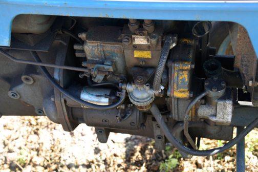 油洩れも少なく、手もあちこちに入っていそう・・・エンジンは水冷2気筒1360ccディーゼル、25馬力/2500rpmとなっています。今まで調べたかぎりだと、D2500は1974年〜1975年の2年間だけ製造され、その後D3000にバトンタッチされたようです。