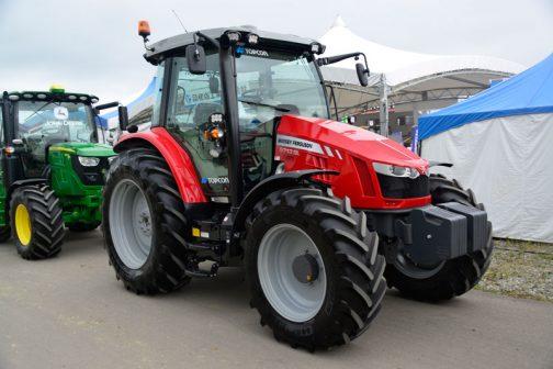 農研機構の登録によればMF5713SLは 年度 2016 安全鑑定番号41030 型式名 MF5713-4 販売名 MF5713SL 依頼者 AGCO Limited 主な仕様 4輪駆動 機関93.5kW{127PS}/2200rpm 4.397L 希望小売価格 希望小売価格:13600 (千円) 鑑定の対象に含めたアタッチメント等 装着キャブ・フレーム (合格番号) AGCO A7.2(216008) となっています。