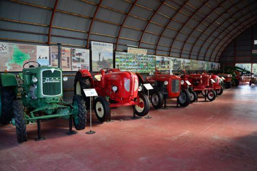 中には古いトラクターや、プラウが展示されています。これについては後々(いつになるかわかりませんが)紹介します。