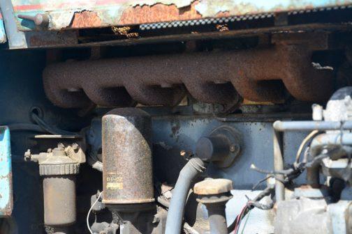 エンジンは6気筒です。