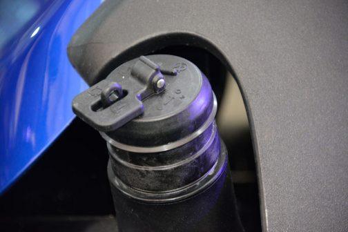 燃料タンクキャップ。鍵がかかるようになっていますが、燃料タンクがポリタンクになってからは魅力的な形のものがなくなりました。