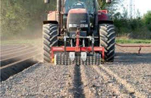 このようにマーカーを読んで自動運転できるってことですよね?もし、これが田んぼで使えたら田植えも楽になるよなあ・・・