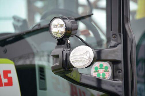 不思議な模様の入った補助灯?はCOBO製。COBOといえばマッセイファーガソンMF290で初めて確認したイタリア生まれの会社・・・詳しくはリンクで確認してくださいね!