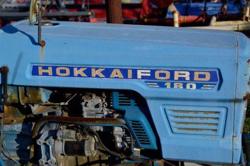 HOKKAIFORD 180と書いてはありますが、どう見てもFORDっぽくないです。(色は青ですけど・・)明らかに日の本のステッカーチューンです。