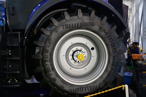 タイヤはテレルボルグTM1000 710/70R 42