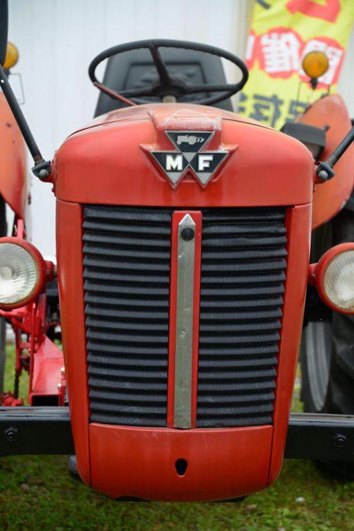 MF30SNMY tractordata.comによればMF30は1963~1964 パーキンス1.8L4気筒ディーゼル30馬力ということになっています。