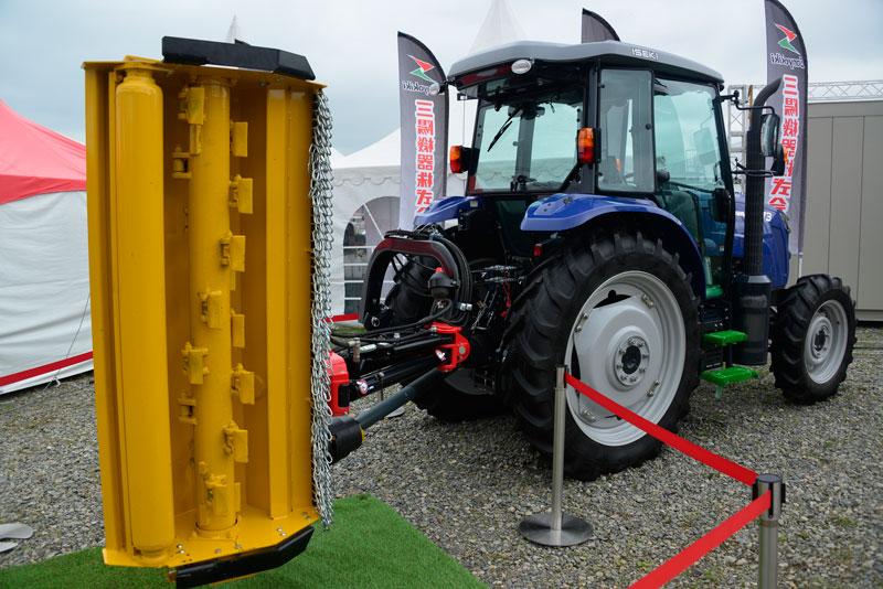 昨日に引き続いての草刈機2台目はORSI スライドシュレッダー SH130Eです。