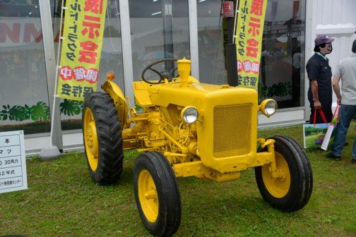 ブルドーザーと同じ、黄色のコマツWD30です。とてもきれいな色に塗られ、レストア済みの機体です。