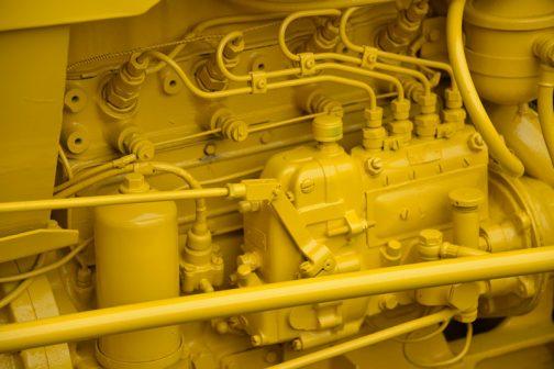 コマツWD30 4気筒のエンジンです。皆黄色く塗られてしまっているので大きさなどはわかりません。