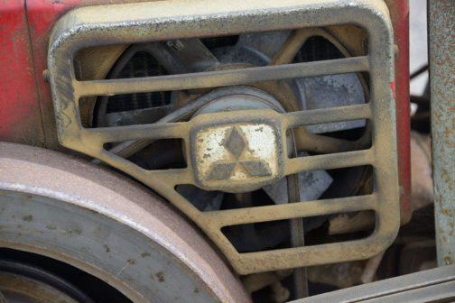 三菱耕耘機CT83 ラジエターファンはアルミかなにかの鋳物出できているようです。