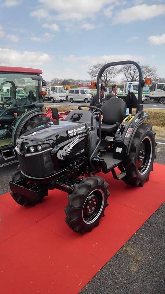 なぜ行きたかったかというと、カスタムカラーのトラクターが展示されると聞いていたからです。以前見た黒いカスタムに対して少し進化しています。ボディサイドにシルバーのウイングマークが・・・見るほうはどうしてもハーレーを思い浮かべてしまいますが、「イーグルデザイン」ですからね・・・そっちなのでしょう。