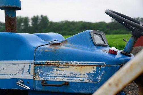 County 1124 Super Six 中央左側に見えるのは燃料タンクキャップだと思うのですが・・・