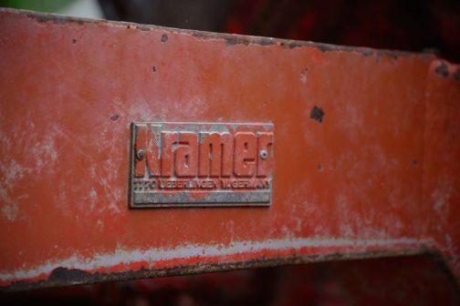 David Brown 1210 メーカー銘を見てみましょう。Kramer 7770 ueberlingen w.Germanyと書いてあります。ドイツ製だ!