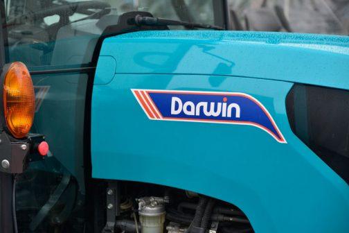 ダーウィンのほうは重厚感はなく、あっさりとしたステッカーです。
