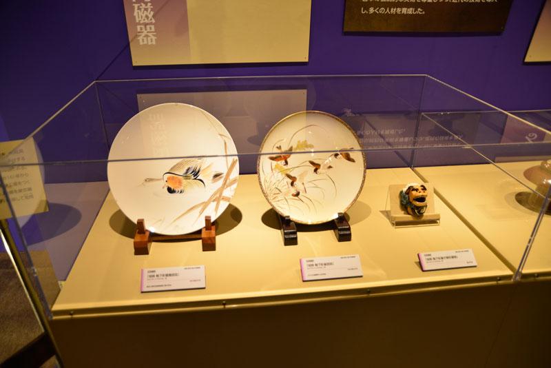 おお!と思ったのは磁器の展示です。ここには写っていませんが、お皿のような生活用品が新しい技術をプラスして輸出産業になるだけでなく、碍子のような今まで日本になかった製品が、技術を持つ外国製品を越えるような性能を示すなど、伝統技術と西洋の新しい技術の融合があったというのがおもしろかったです。