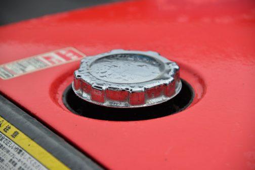 そしておさえておきたい燃料タンクキャップ。滑り止めに細かい溝を付けるのではなく、歯車タイプ。