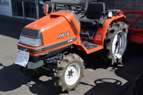 クボタ・アステA-195は農研機構で調べてみると 年度 1992 安全鑑定番号 17021 型式名 クボタA-195 主な仕様 4輪駆動 機関19PS/2650rpm, 1123cc となっていました。1992年生まれなんですね。