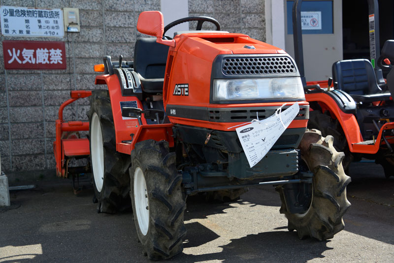 北海道の中古車屋さんで売られていたクボタ・アステA-195です。 使用時間435時間 モンロー/倍速ターン/クリープ付 ロータリーRSP135耕幅135cm(爪7割)逆転付で税込¥615,600