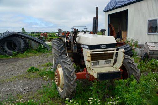 デビッド・ブラウンDB1390です。tractordata.comによれば、1980~1984年、CASE3.6リッター4気筒、66馬力/2200rpmとなっていました。