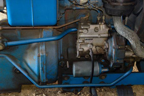 燃料ポンプはヂーゼル機器です。2気筒ですね。