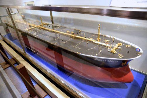 運搬や移動するためのビークルといったら大きいものは船です。日石丸の展示がありました。