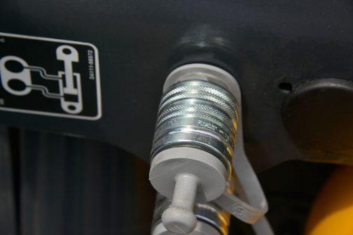 油圧のカップリング部分。このジョイントにFASTERと書いてありました。メーカーを探してみます。