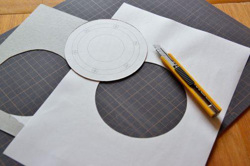 改めて穴位置を出すための型紙を切りなおします。