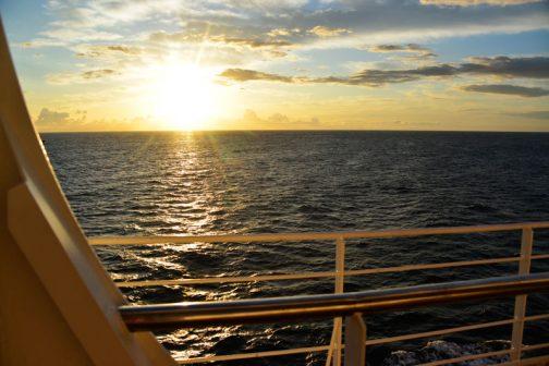 船の中でできるような仕事もないので、しばらくぶりにたくさん寝られました。同じように昼間だって仕事があるわけじゃないですから、寝ちゃいます。この隙に寝溜めです。