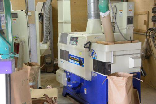 これが籾摺り機。
