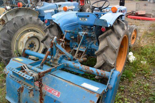 手元の資料によると、日の本ベストE28の軽自動車型式認定番号は農1034。1977(昭和52)年となっています。農981のヤンマーYM3000や、農1061のブルトラB7001と同世代です。