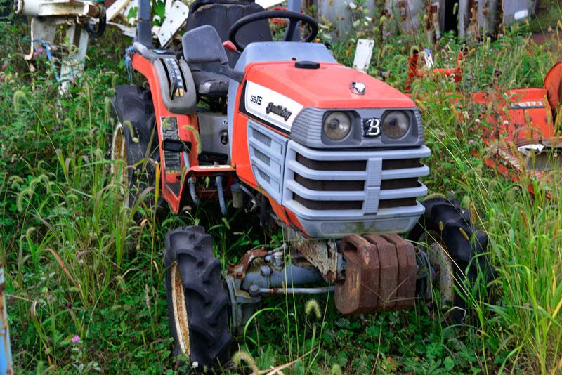 クボタグランビアボーイGB15です。農研機構の登録は1997年登録。取説によると、D905水冷4サイクル3気筒立形ディーゼル898cc 15馬力/2500rpmとなっています。