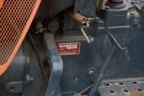 クボタL2201 運輸省型式認定番号の他には当然銘板も注目です。 クボタ|農用|トラクタ 車台型式 L2201 車台番号 ◯◯◯◯ 機関型式 DH1101 出力 22PS 無負荷最高回転速度 3000pm  ?無負荷最高回転速度って、22PSを発揮する回転速度とは別なのかな?
