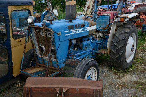FORD3600です。tractordata.comによれば、1975年〜1981年。ディーゼルであればford2.9L3気筒、48馬力となっています。