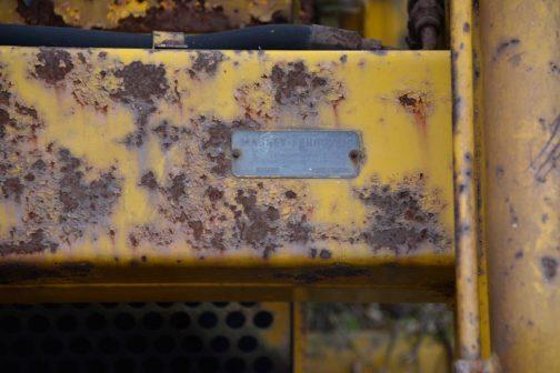 これがなぜMF207だと判断したかというと、上の写真のアームをつなぐ梁の右側に銘板があったからなんです。