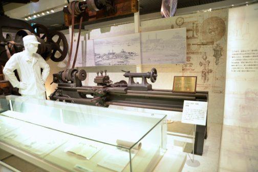 江戸時代のものではないですがこちらも工作機械。明治22年の旋盤です。