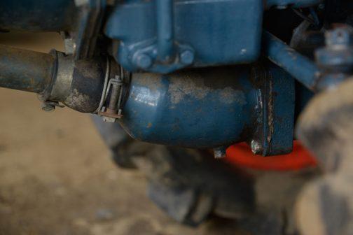 PTOの軸のエンジン側でですかねぇ(よくわかりませんが)ただ、ゴムブーツが破けてないな・・・という写真です。昔のゴムは丈夫だったのか、それともちゃんとメンテナンスされていたからなのか・・・