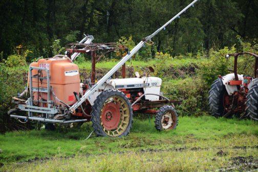 デヴィッドブラウン1212です。tractordata.comによればDavid Brown 1212は1971年〜1976年のユーテリティトラクター。3.6L4気筒ディーゼルで71馬力/2300rpmでした。タイヤ細ーい!