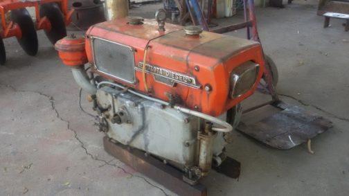 そんな中、特異な形を持つエンジンは比較的すぐ見つかりました。クボタディーゼルエンジン、ER90型です。