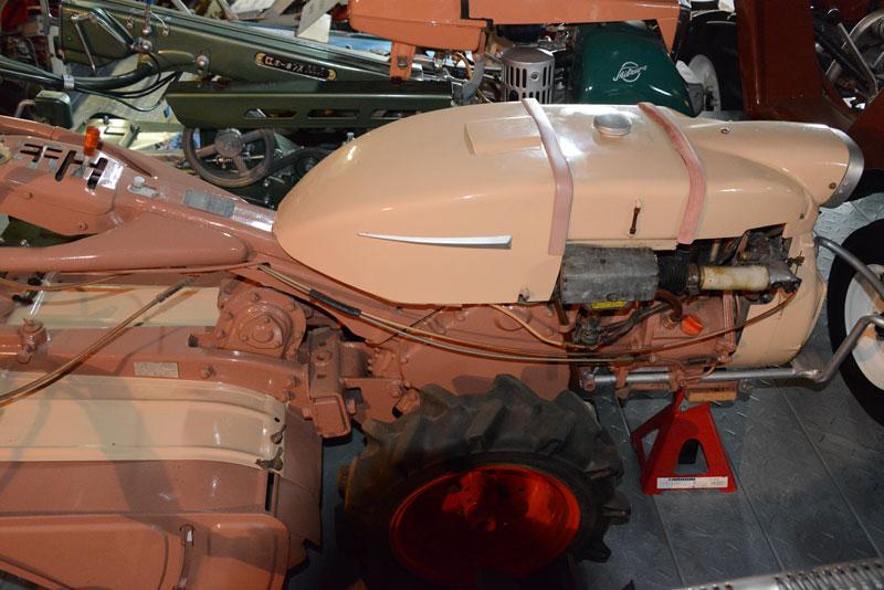 クボタの社史にも「ワンボデータイプ耕うん機」と書かれ、通常の耕うん機とは別の扱いのKV型。しかし、その名が冠せられたのは唯一KV型のみ。それは他社も同様でしょう。1960年前半の火花みたいなものだったのかもしれません。