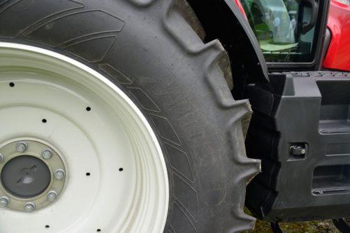 トラクターの写真を先に済ませちゃいますね。これはきっとMitasという、このとき初めて見たメーカーが珍しくてタイヤを撮ったものだと思います。