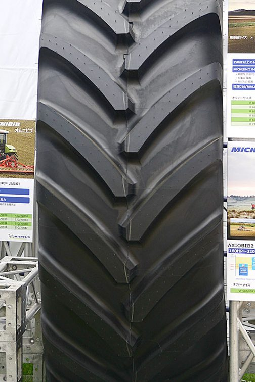 よく見てみると、牽引力を発揮する下駄の刃の部分、タイヤがどういう転がり方をしても必ず地面についているような形になっています。