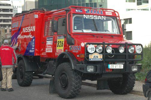 以前見たダカールラリーのサポートトラックです。トラクターと同じようにオフロードを走るクルマですから足元はミシュランでした。