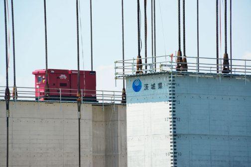 ピンとこない大きさ。でも手すりと大きな発電機で何となくイメージできるでしょうか・・・