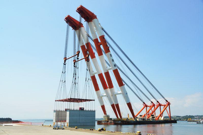 で、3,700t吊り非自航ジブ俯仰式起重機船「第50吉田号」に戻ります。